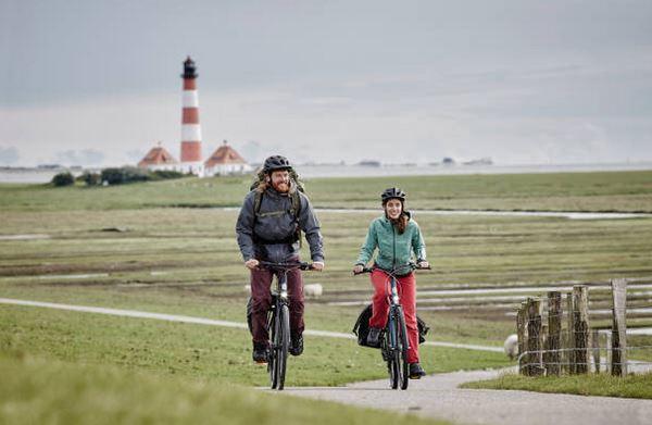 cyclo-randonnee-vélo-tenue-vetements-paysage